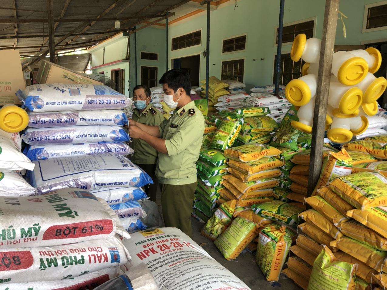 Cục QLTT tỉnh Quảng Ngãi: Xử phạt 17 triệu đồng đối với cơ sở kinh doanh phân bón không có giấy chứng nhận đủ điều kiện buôn bán phân bón